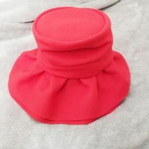 Vintage hat red